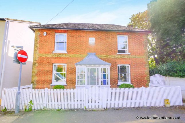 Thumbnail Detached house to rent in Highfield Road, Chertsey