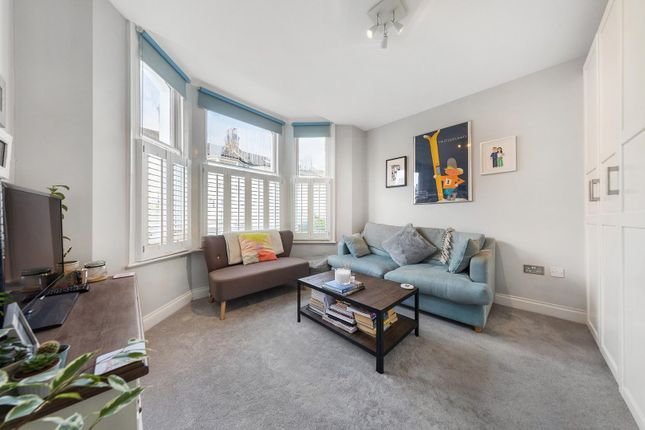Flat for sale in Ballater Road, London