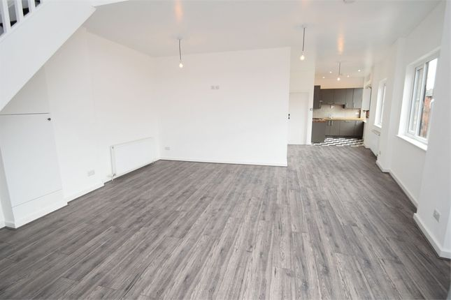 Thumbnail Flat to rent in Lowfield Road, Shaw Heath, Stockport, Cheshire