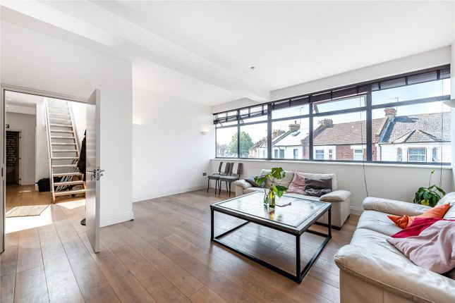 Thumbnail Flat to rent in Villiers Road, Willesden Green, London