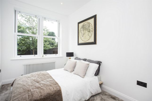 Thumbnail Flat to rent in The Lodge, Creffield Road, Ealing