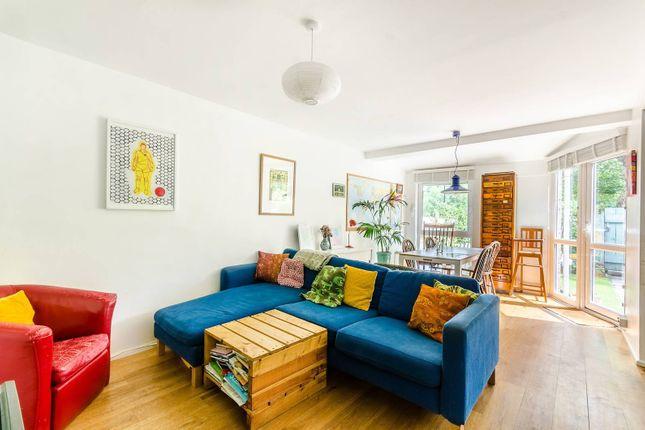 Thumbnail Maisonette to rent in Rochford Walk, London Fields, London