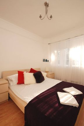 Thumbnail Maisonette to rent in Crescent Road, Finchley, London