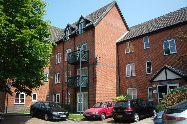 2 bed flat to rent in Admirals Court, Rose Kiln Lane, Reading