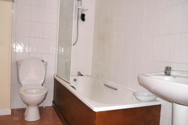 Bathroom of West Street, Dundee DD3
