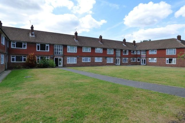 Thumbnail Flat for sale in Meadow Court, Farnborough