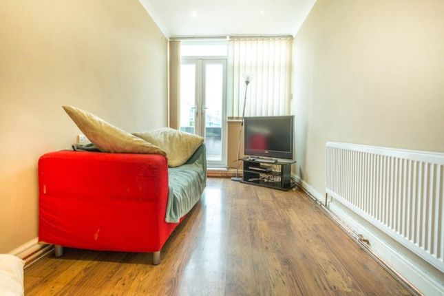 Thumbnail Flat to rent in London Terrace, Hackney Road, London