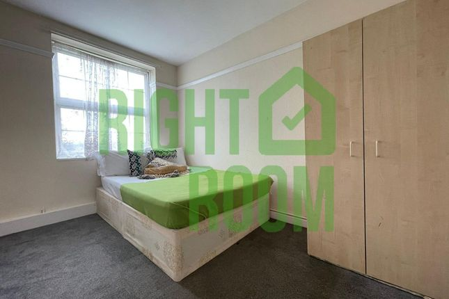 Thumbnail Flat to rent in Bakers Row, London