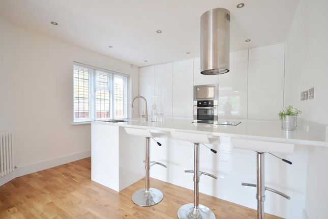 Thumbnail Flat to rent in Burkes Court, Burkes Road, Beaconsfield