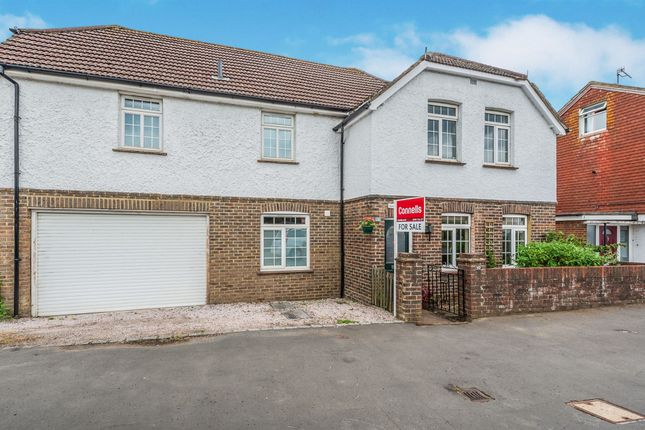 Thumbnail Detached house for sale in Horley Road, Redhill