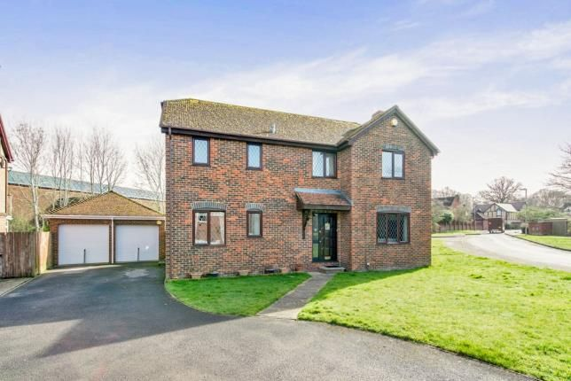 Thumbnail Detached house for sale in Tadley, Hampshire