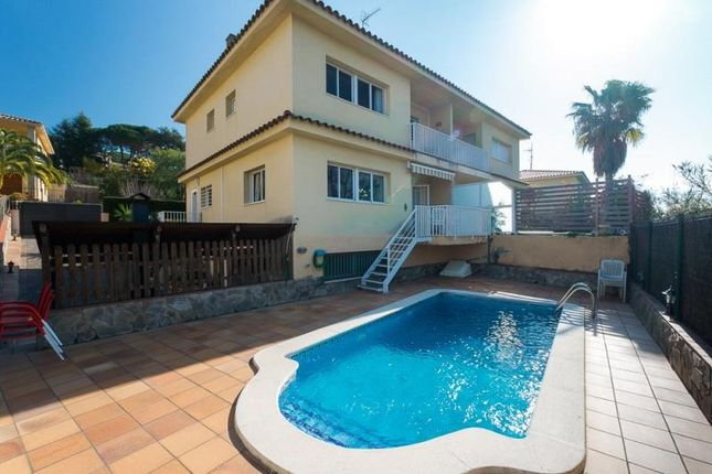 Thumbnail Terraced house for sale in Torrevella Street, Caldes D'estrac, Maresme, Spain