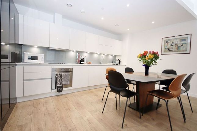 Thumbnail Maisonette for sale in Williamsburg Plaza, London