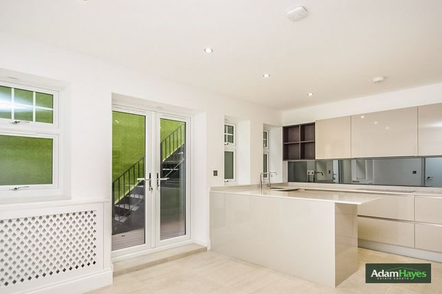Flat for sale in Colney Hatch Lane, Muswell Hill