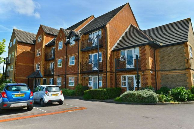 2 bed flat to rent in Northcourt Avenue, Reading