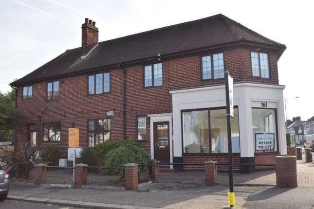 Thumbnail Flat to rent in Southbourne Grove, Westcliff On Sea, Essex