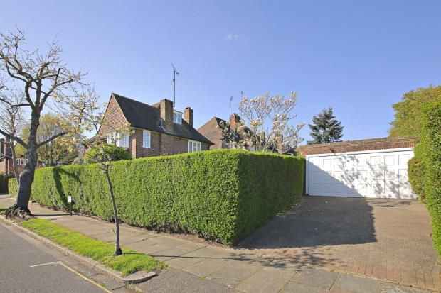 Picture No. 01 of Gurney Drive, Hampstead Garden Suburb, London N2