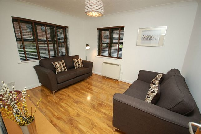 1 bed flat to rent in Egerton House, 2 Slate Wharf, Manchester