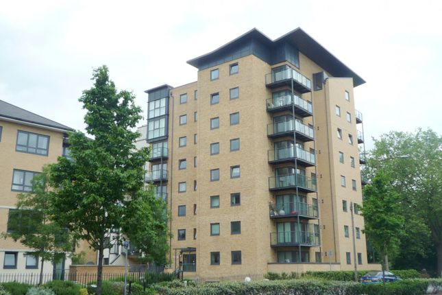Thumbnail Flat to rent in Victoria Way, Horsell, Woking