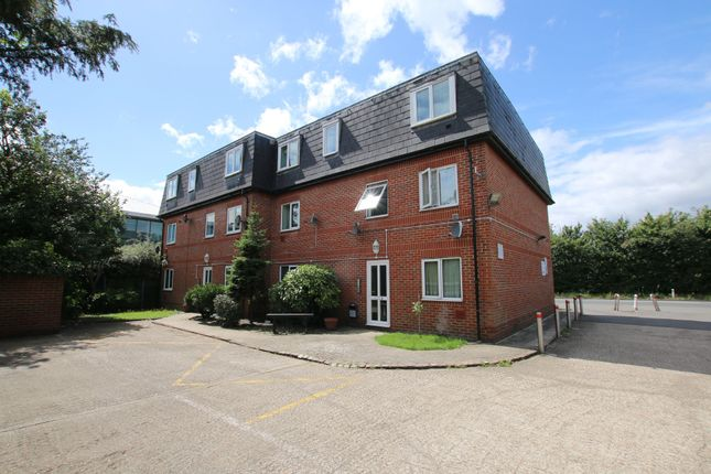 Thumbnail Flat to rent in Poyle Road, Colnbrook, Slough
