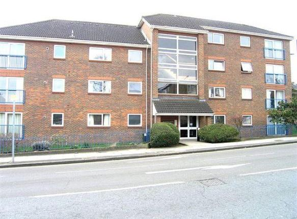 2 bed flat to rent in Lower Downs Road, Wimbledon