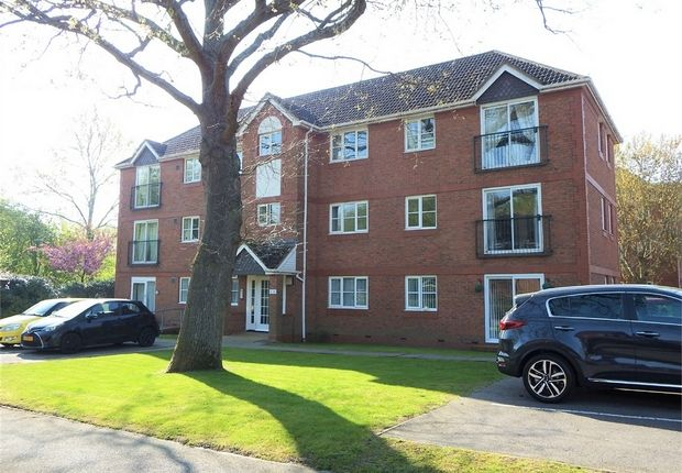 Thumbnail Flat for sale in Collingwood, Farnborough, Hampshire