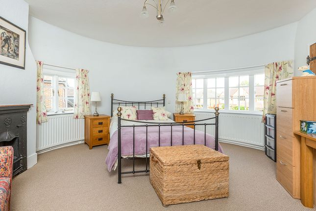 Roundel Bedroom of Ash Road, Hartley, Kent DA3