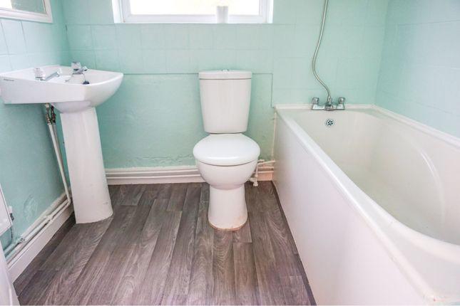 Bathroom of Stanley Street, Grimsby DN32