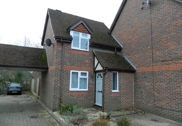 Thumbnail Property to rent in Byron Close, Horsham
