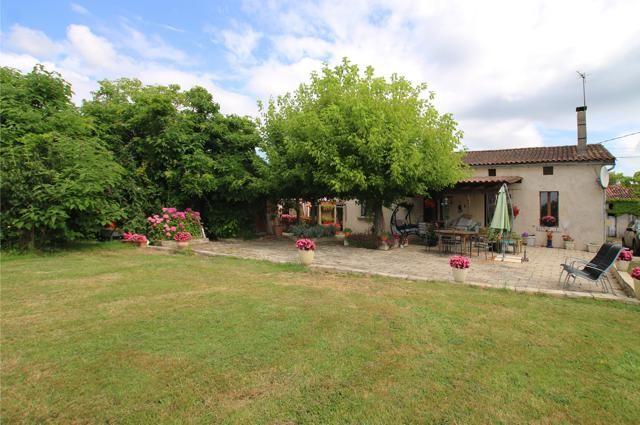 Thumbnail Farmhouse for sale in La Roche Chalais, La Roche-Chalais, Saint-Aulaye, Périgueux, Dordogne, Aquitaine, France