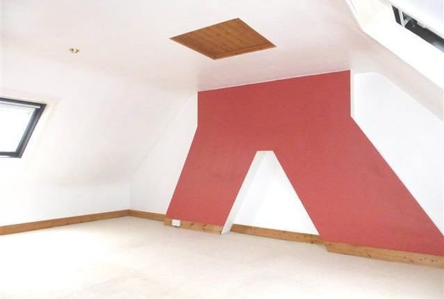 Thumbnail Flat to rent in St. Michaels Avenue, Yeovil