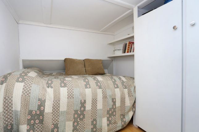 Bedroom of Packet Boat Marina, Uxbridge UB8
