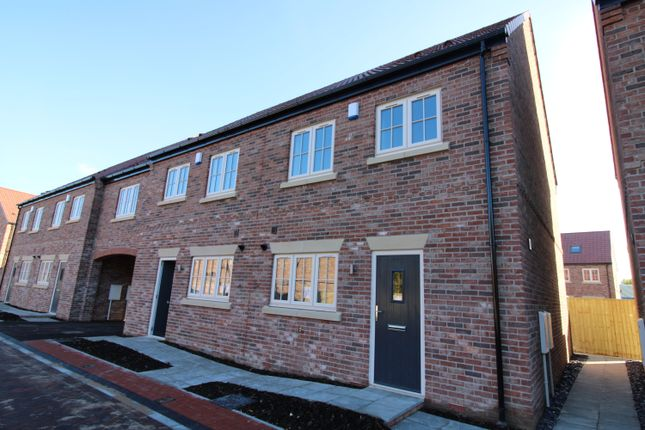 4 bedroom end terrace house for sale in White Lane, Thorne