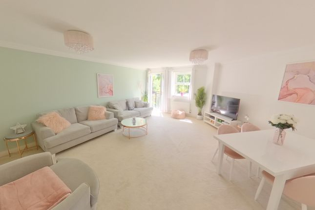 Thumbnail Flat for sale in Old Mill Place, Wraysbury, Staines
