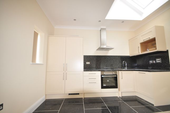 2 bed flat to rent in London Road, Crowborough TN6