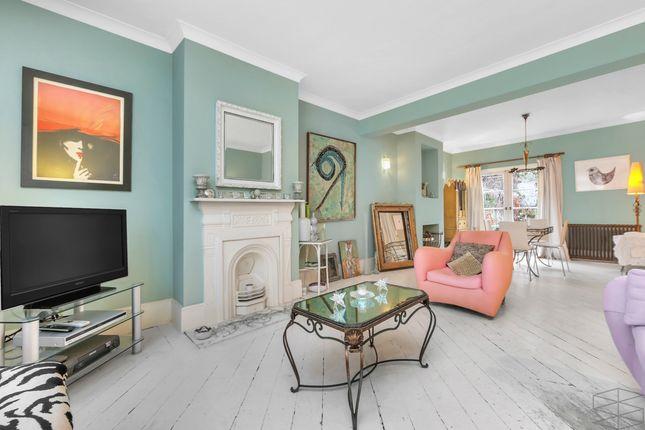 Thumbnail Town house for sale in Shipton Street E2, London