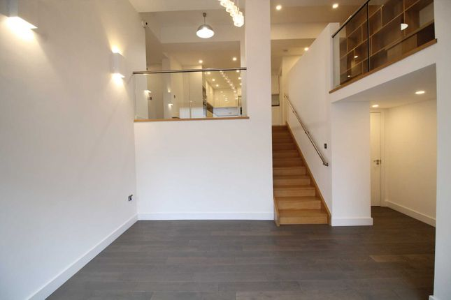 Flat to rent in St Mary`S Road, Surbiton