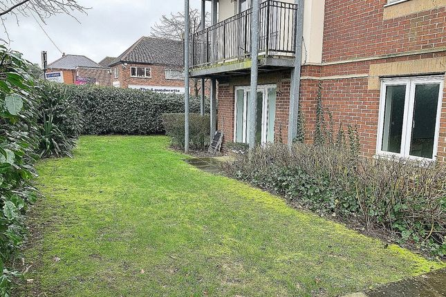 Thumbnail Flat to rent in West End House, West End Road, Southampton
