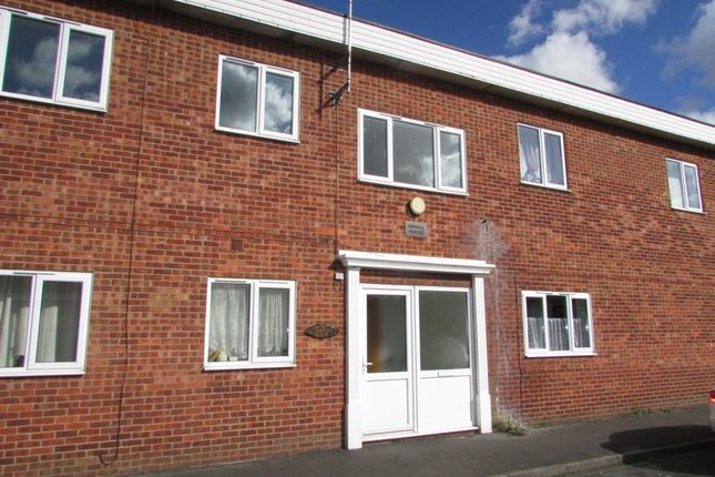 Thumbnail Flat to rent in Manor Way, Deeping St James