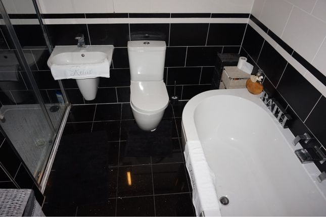 Master En-Suite of Oldbury Close, Hopwood OL10