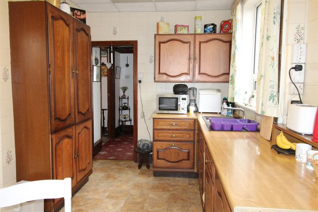Kitchen of Signhills Avenue, Cleethorpes DN35