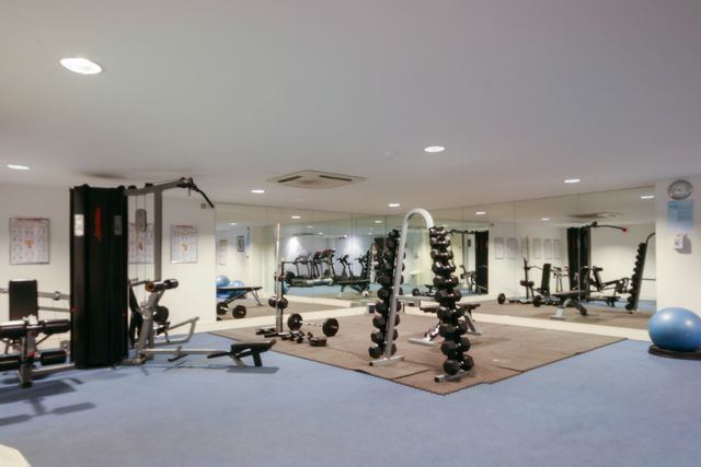 Thumbnail Flat to rent in Gainsborough House, Canary Wharf