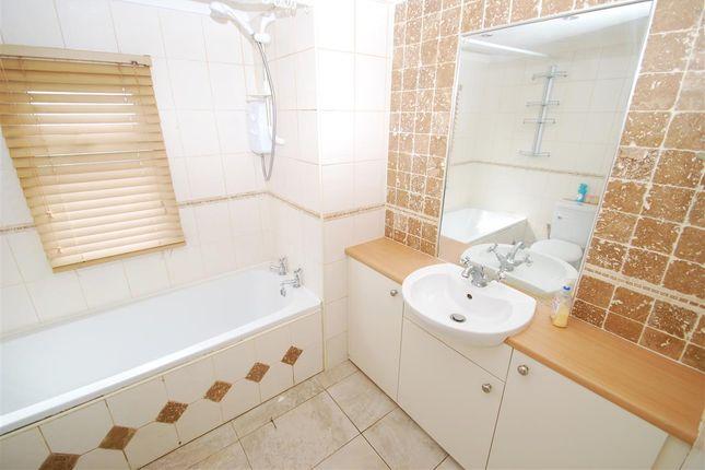 Bathroom of The Paddock, Whitehaven Park, Sea Lane, Ingoldmells PE25