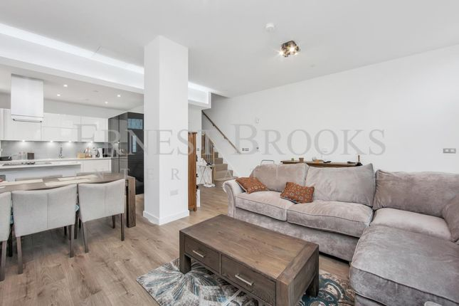 Thumbnail Property to rent in Williamsburg Plaza, Canary Wharf