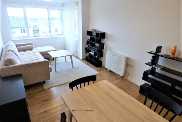 1 bed flat to rent in Mercer Court, 6 Candle Street, Stepney Green E1