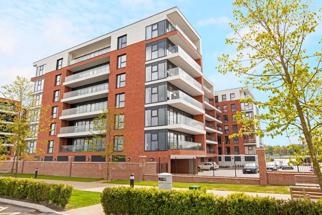 Thumbnail Flat to rent in Kingman Way, Newbury