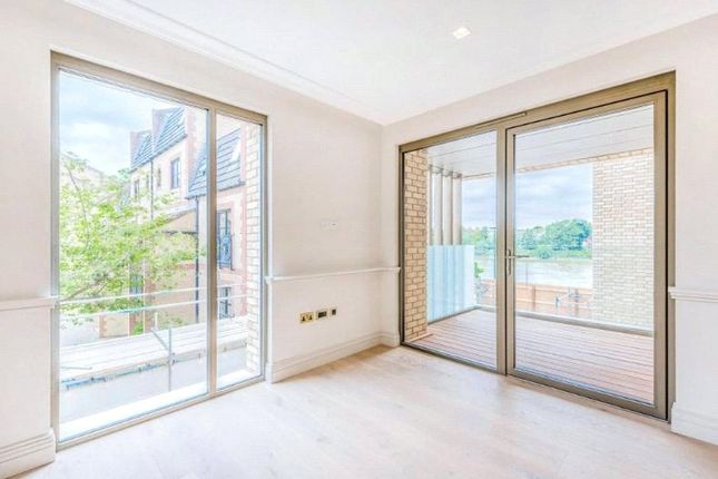 Thumbnail Flat for sale in Queens Wharf, Crisp Road, Hammersmith