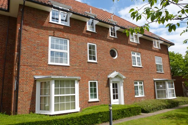 1 bed flat to rent in The Cloisters, Welwyn Garden City