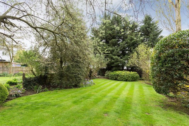Thumbnail Detached house for sale in Nugents Park, Hatch End, Middlesex