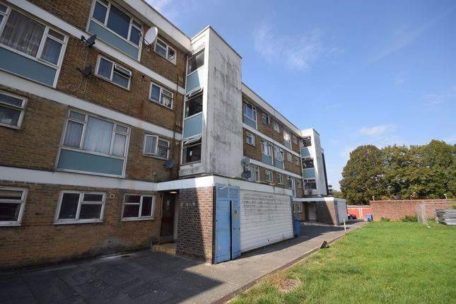 2 bed flat to rent in Wedhey, Harlow CM19